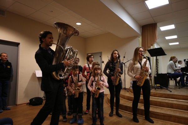 Ben Stapp with students at Tchaikovsky Music School, Yekaterinburg, Russia