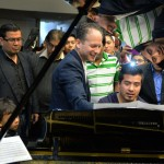 Eli teaching piano players at National Conservatory